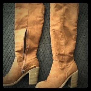 Size 8.5 knee high fall boots!